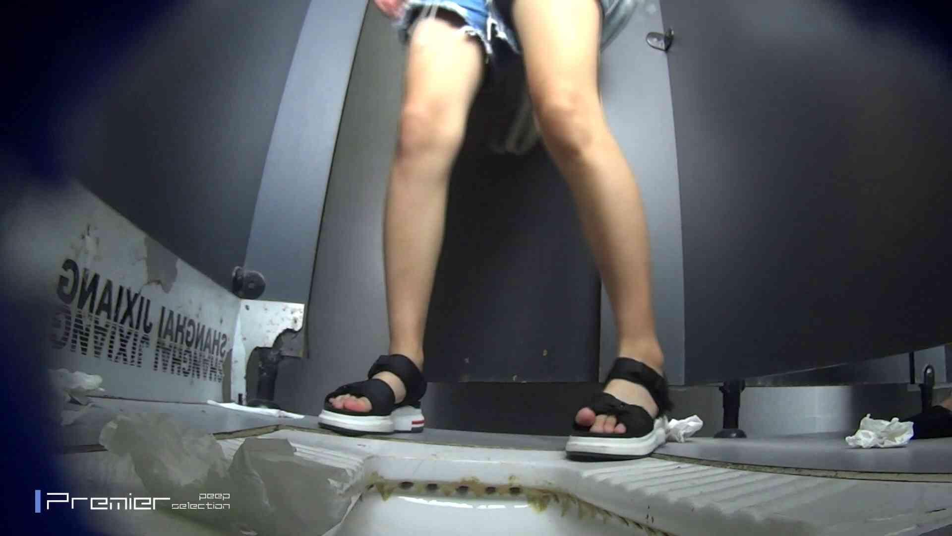聖水ダラダラ色美女の洗面所 大学休憩時間の洗面所事情55 丸見え オマンコ動画キャプチャ 107画像 47