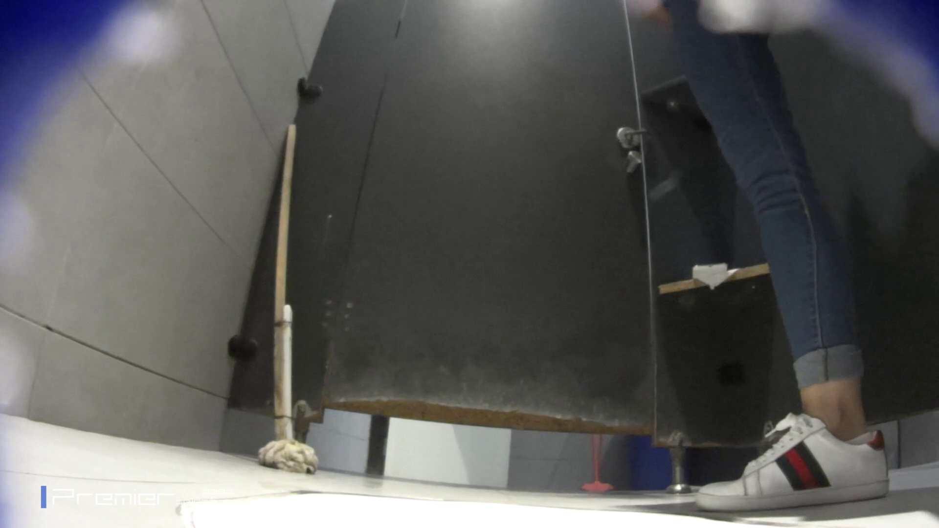 派手なスニーカーの女の子 大学休憩時間の洗面所事情63 高評価 エロ画像 89画像 20