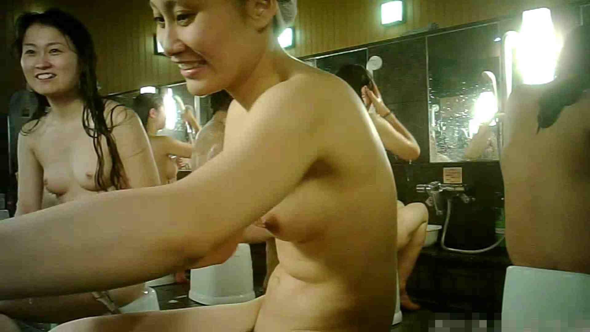 No.3 洗い場!!手前の嬢、特徴的な顔とコンパクトなおっぱい。 銭湯のぞき AV無料 99画像 7