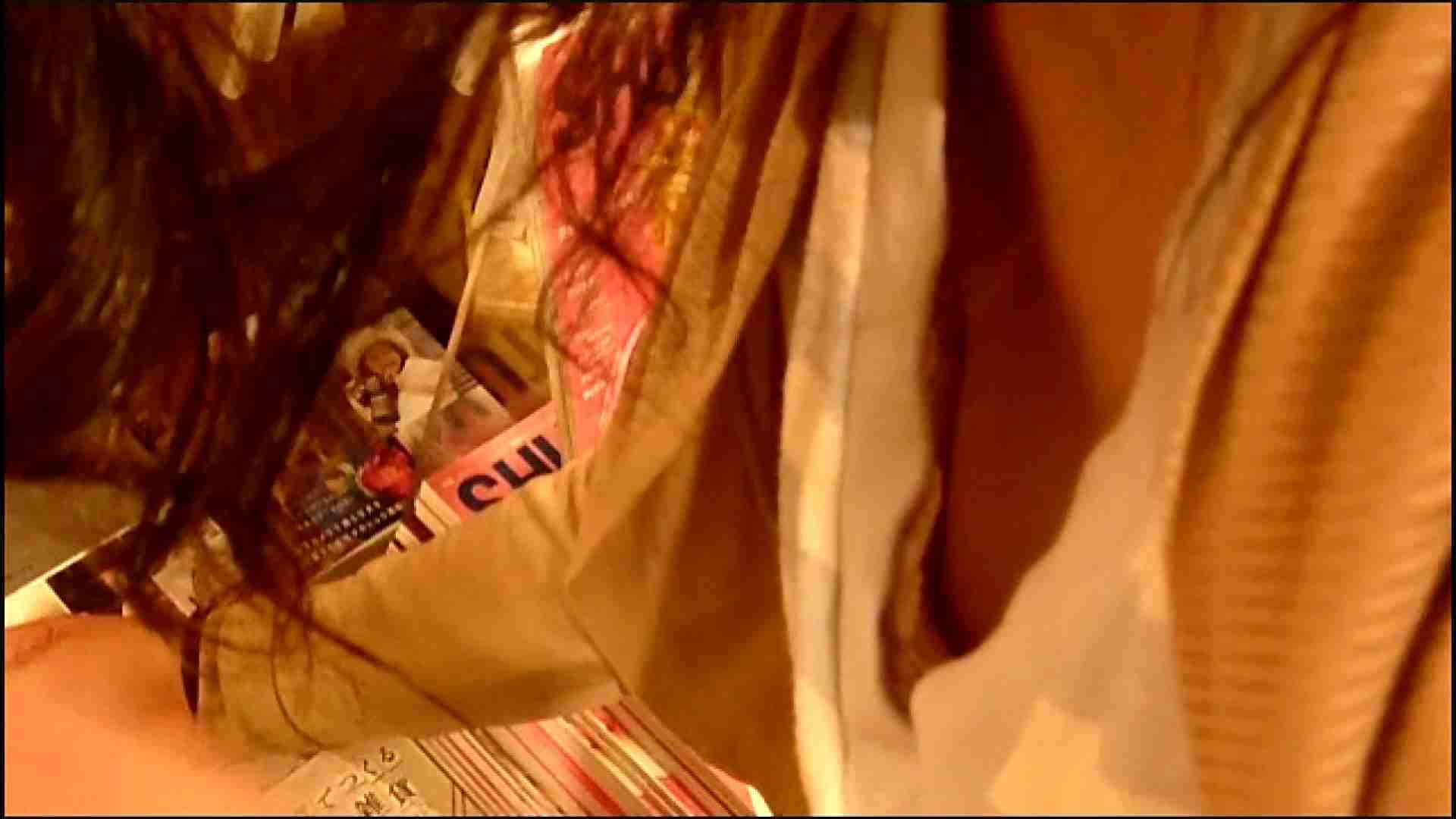 NO.3 某イオNN店内のエレベーター前でケータイに夢中な女の子 お姉さんの胸チラ  46画像 9