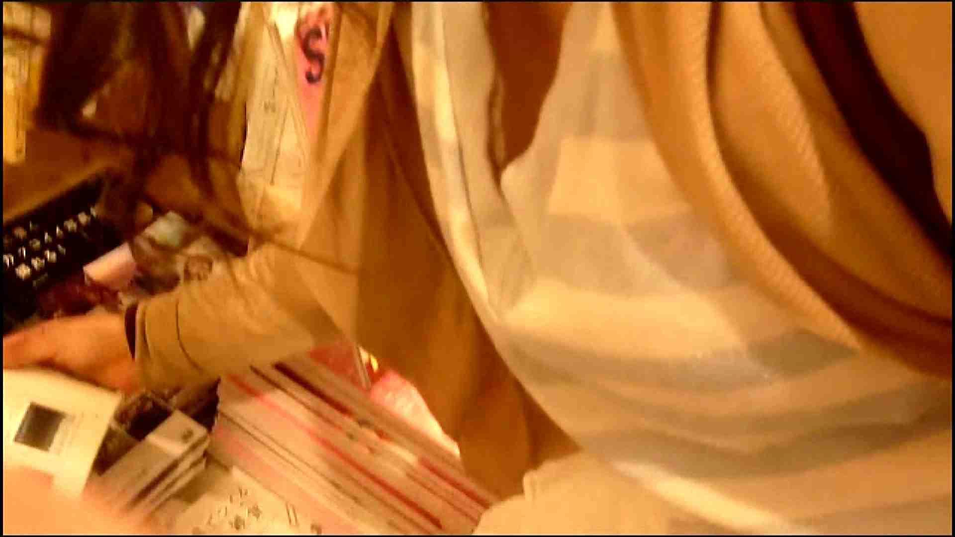 NO.3 某イオNN店内のエレベーター前でケータイに夢中な女の子 お姉さんの胸チラ  46画像 33