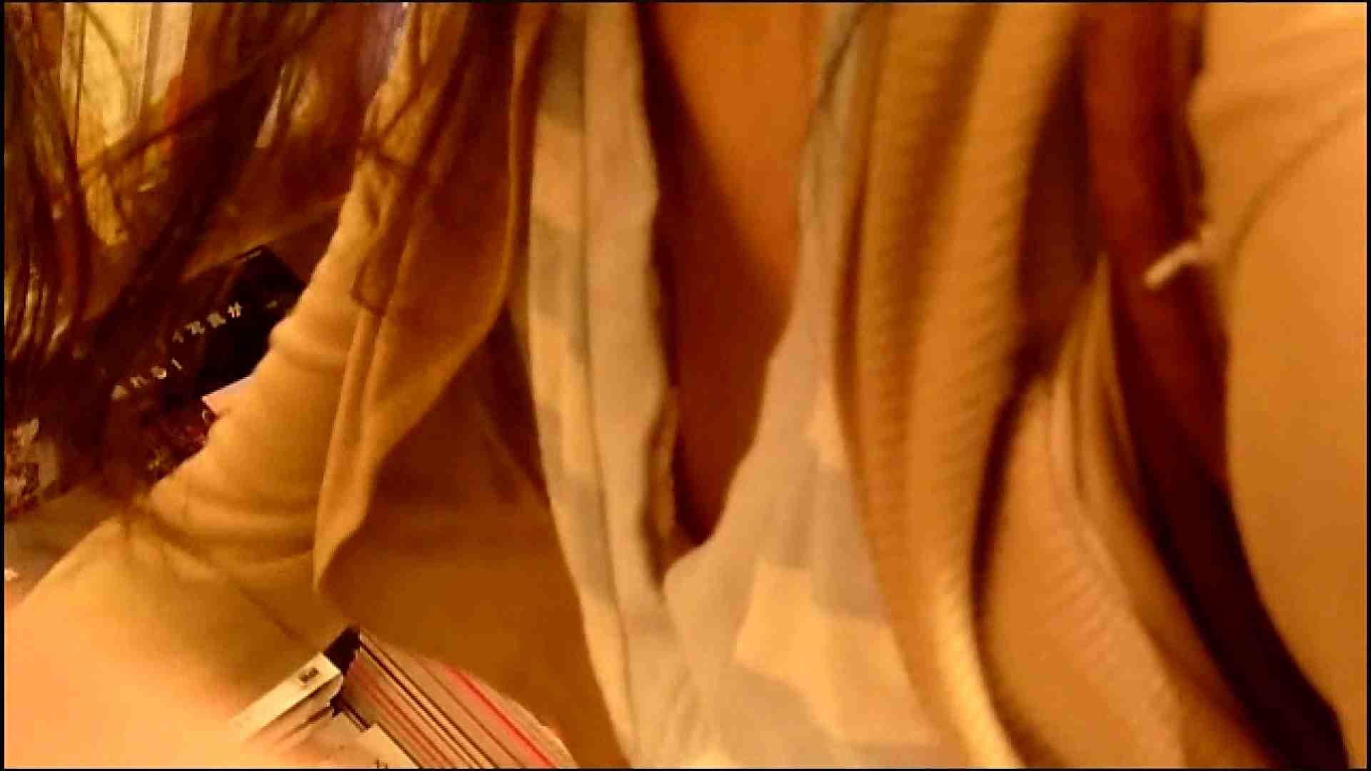 NO.3 某イオNN店内のエレベーター前でケータイに夢中な女の子 お姉さんの胸チラ | ギャルズ  46画像 37