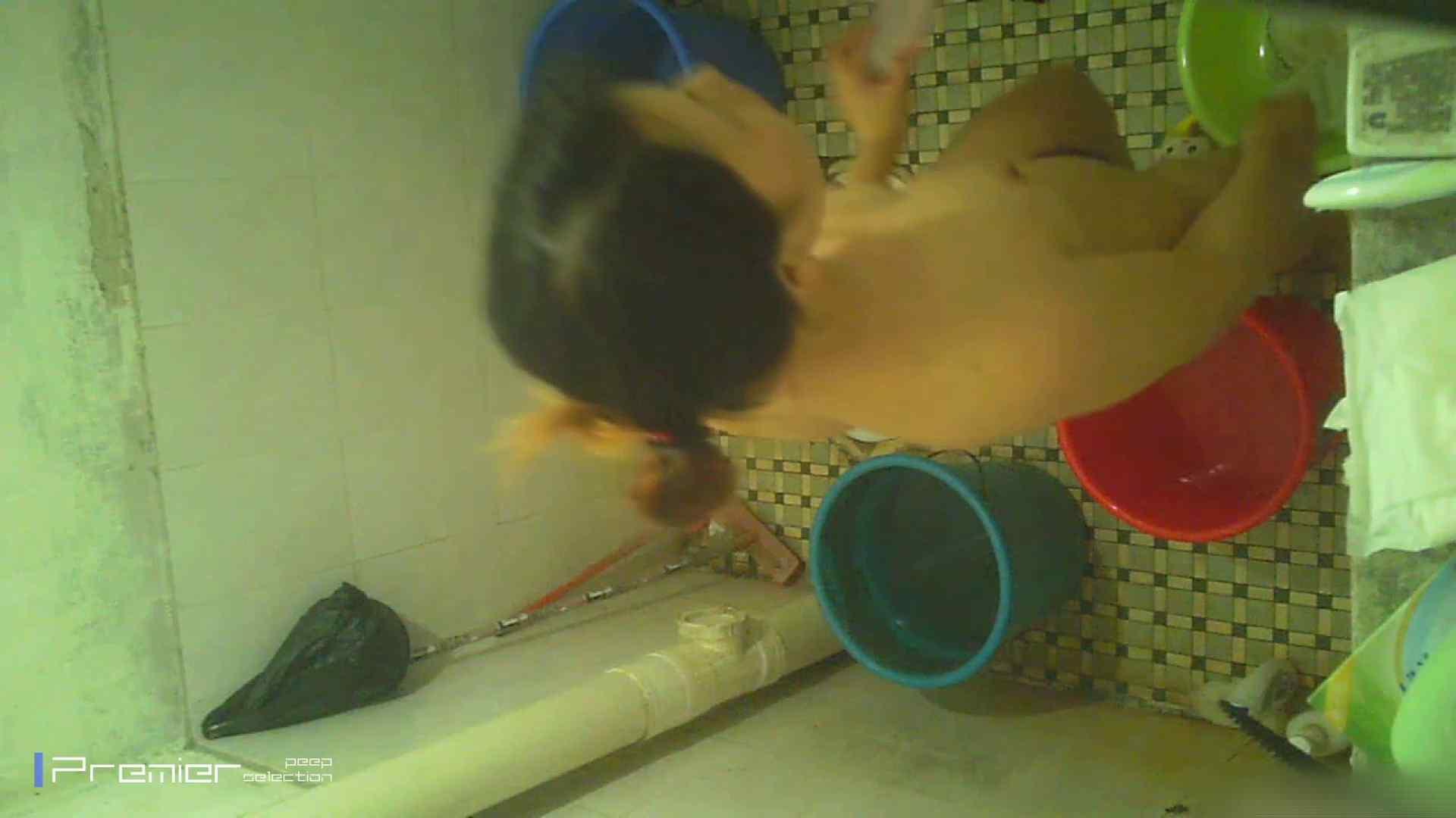 美女の痴態に密着!洗面所で入浴!  盗撮・必見 AV無料動画キャプチャ 21画像 10