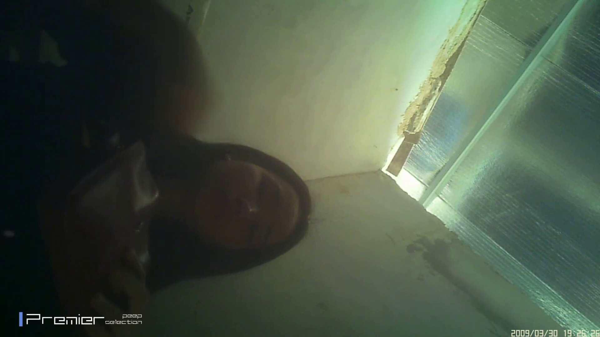 美女のパンチラ&トイレシーンを密着盗撮!! 盗撮コレクションVol.04 トイレで・・・ ワレメ無修正動画無料 46画像 40