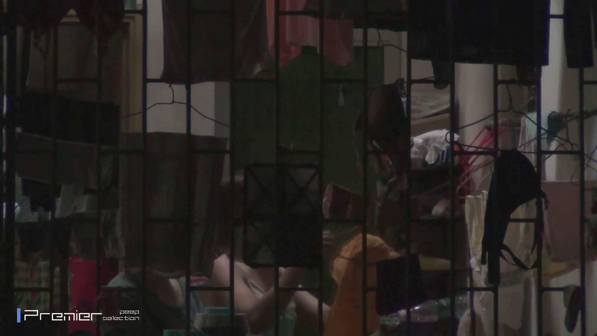 美女の痴態に密着!洗濯物を干す女 Vol.07 パンチラ・ギャル オメコ動画キャプチャ 60画像 20