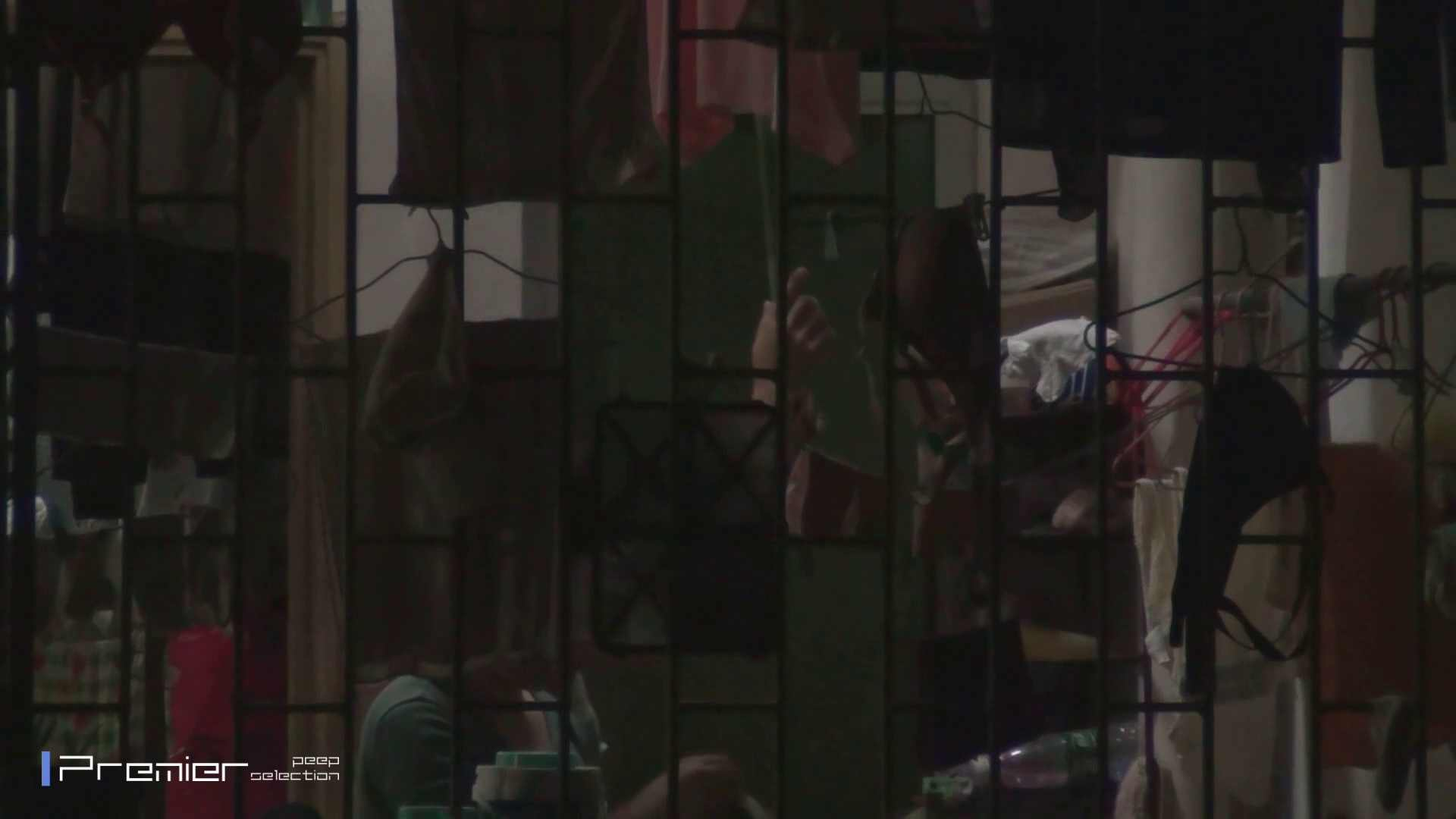 美女の痴態に密着!洗濯物を干す女 Vol.07 パンチラ・ギャル オメコ動画キャプチャ 60画像 53