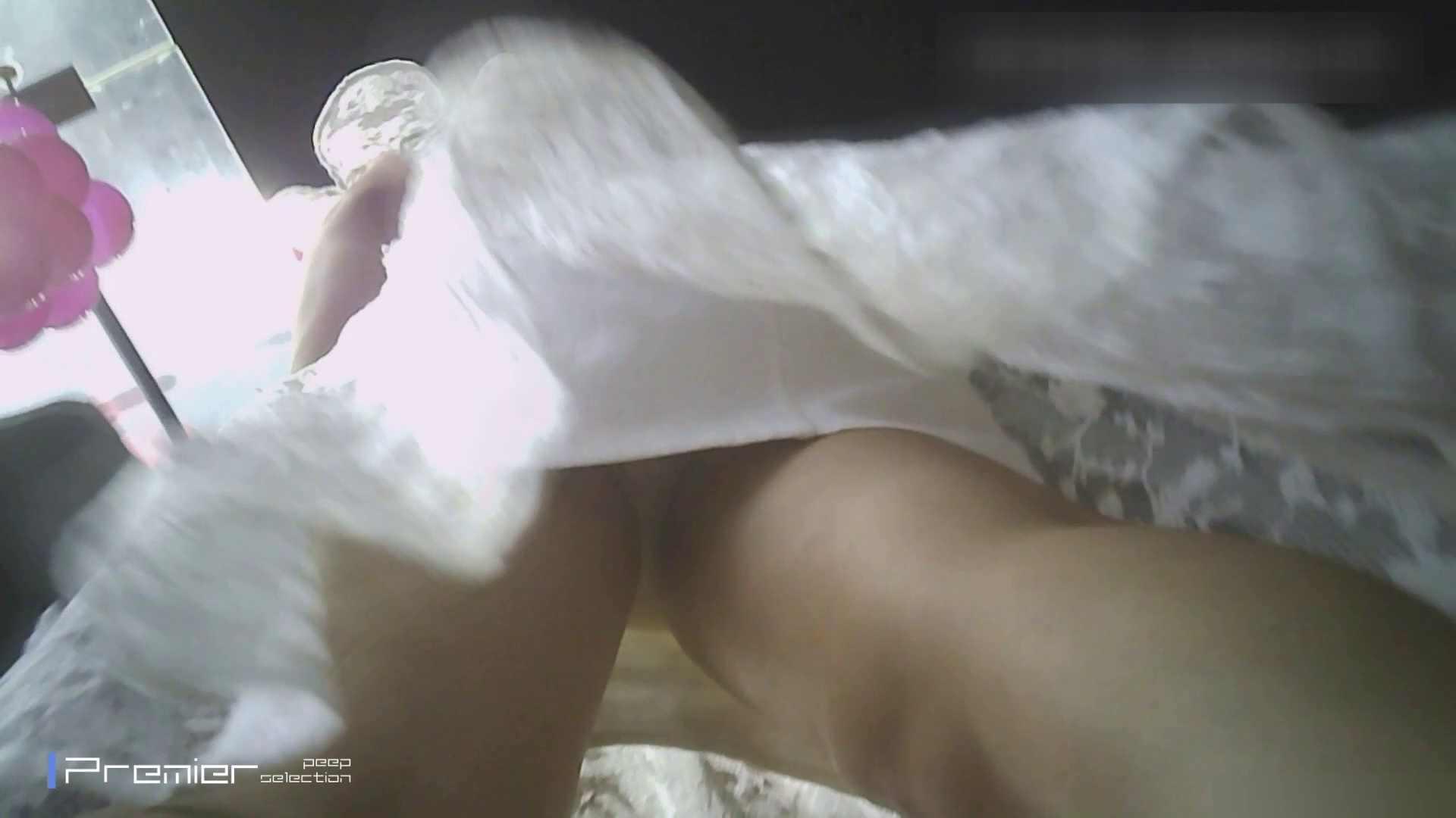 ギャルのパンチラ 美女の痴態に密着!Vol.20 高評価   細身・スレンダー  25画像 25
