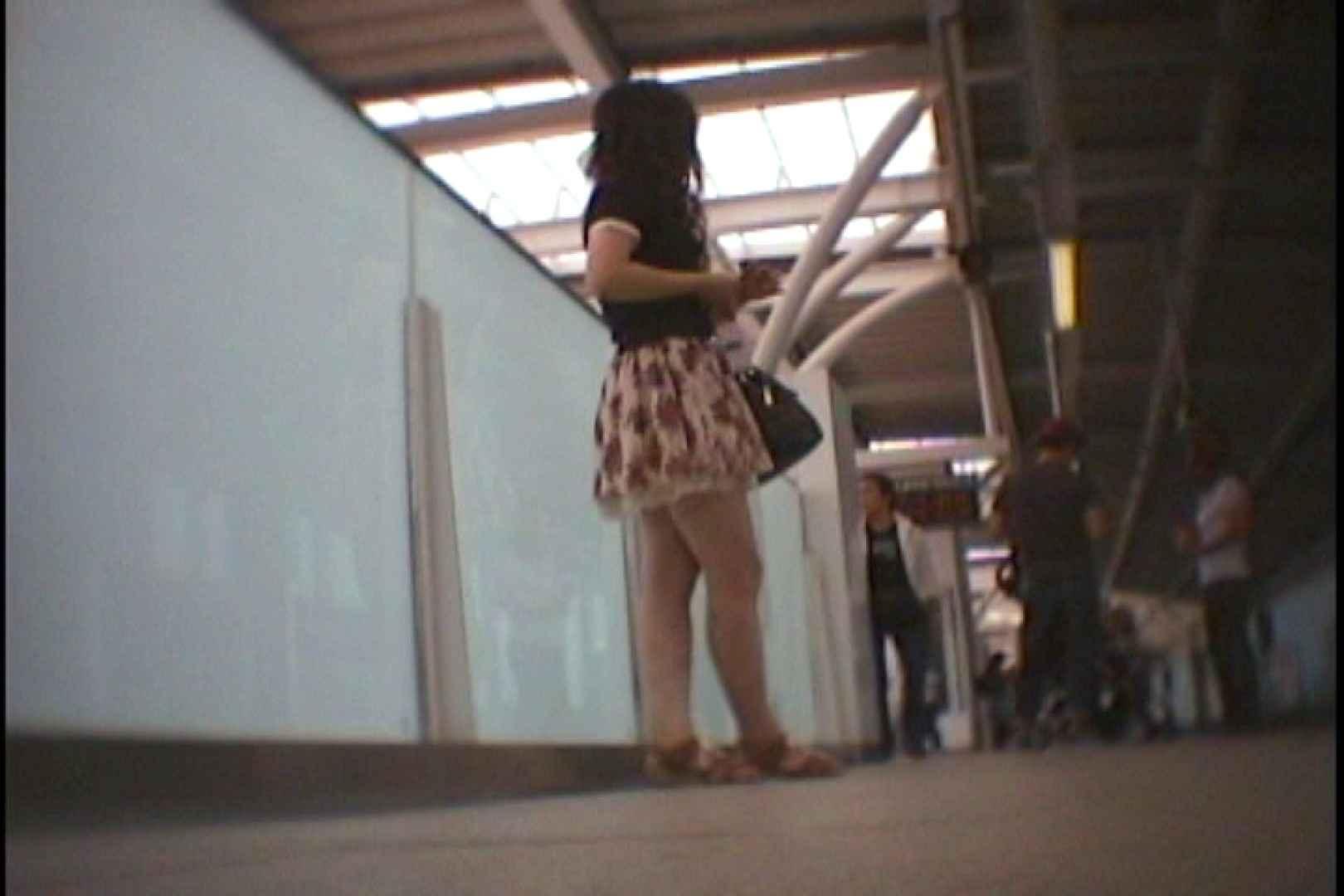 会員No.8 KAIさんのパンチラOL通勤の会 パンツ   チラ  25画像 1