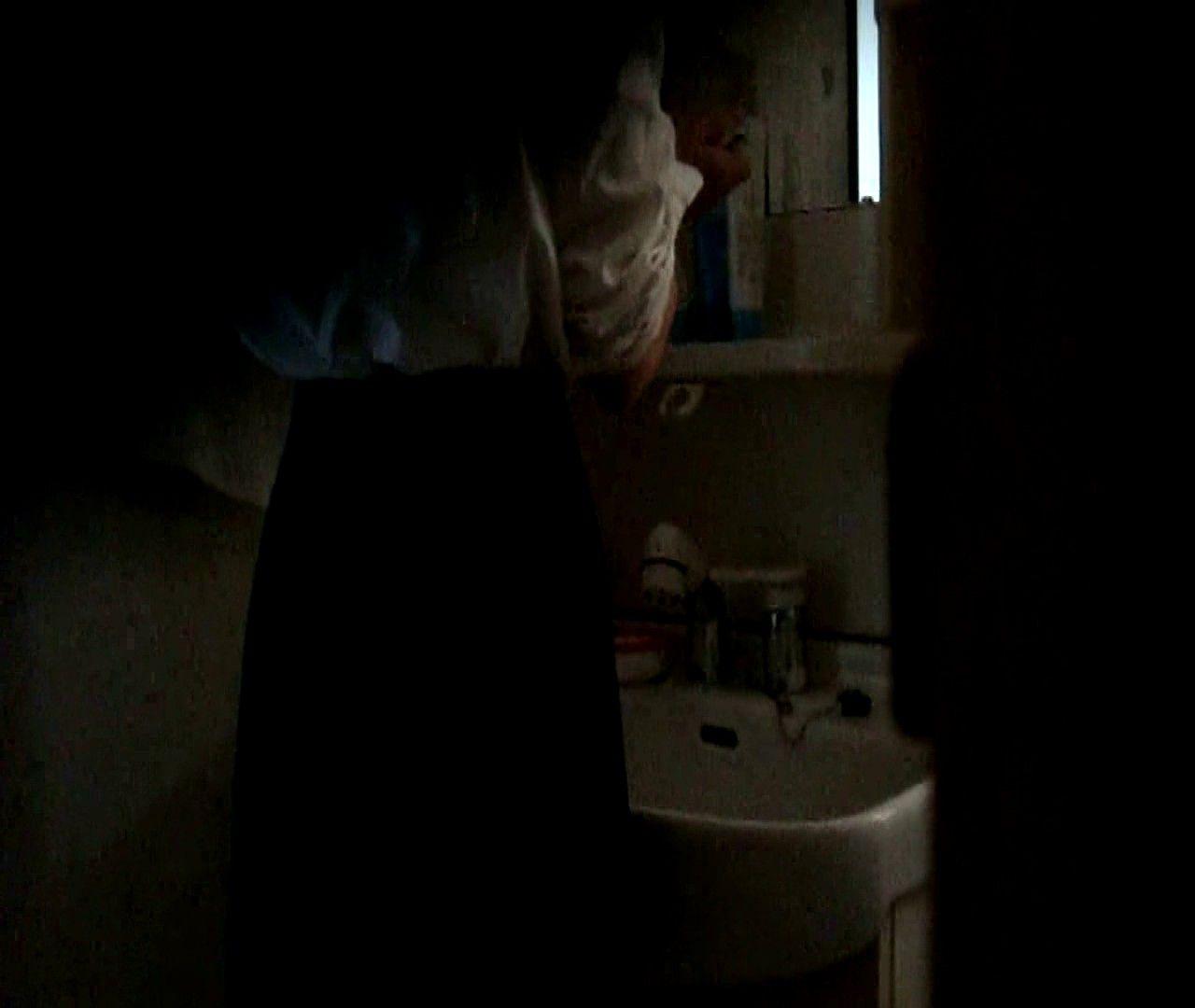 vol.5 まどかが帰宅後の洗顔後にブラを洗ってます。 いじくり | ギャルズ  21画像 1