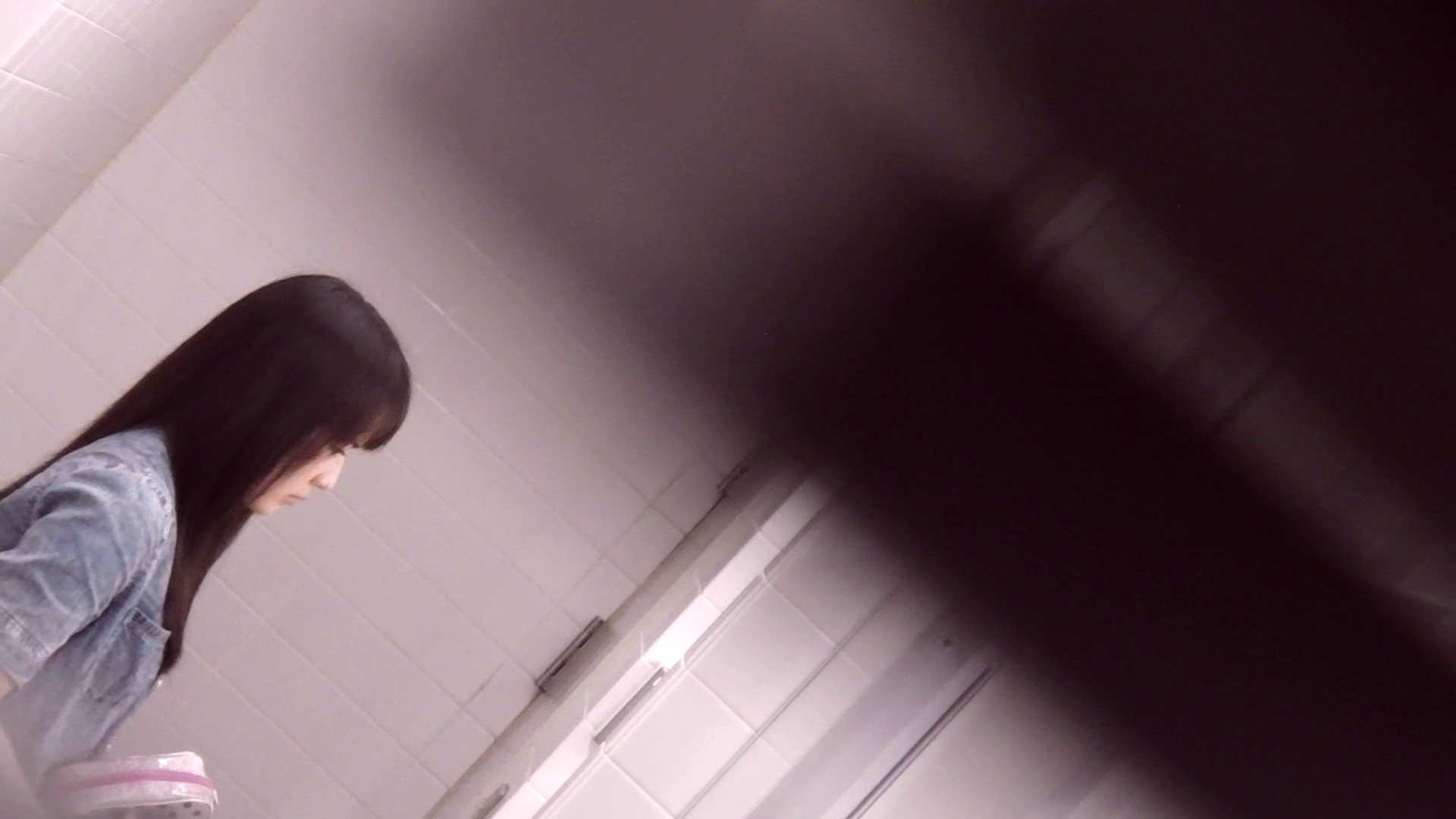 お銀さんの「洗面所突入レポート!!」Nol.13 洗面所シーン ワレメ動画紹介 49画像 10
