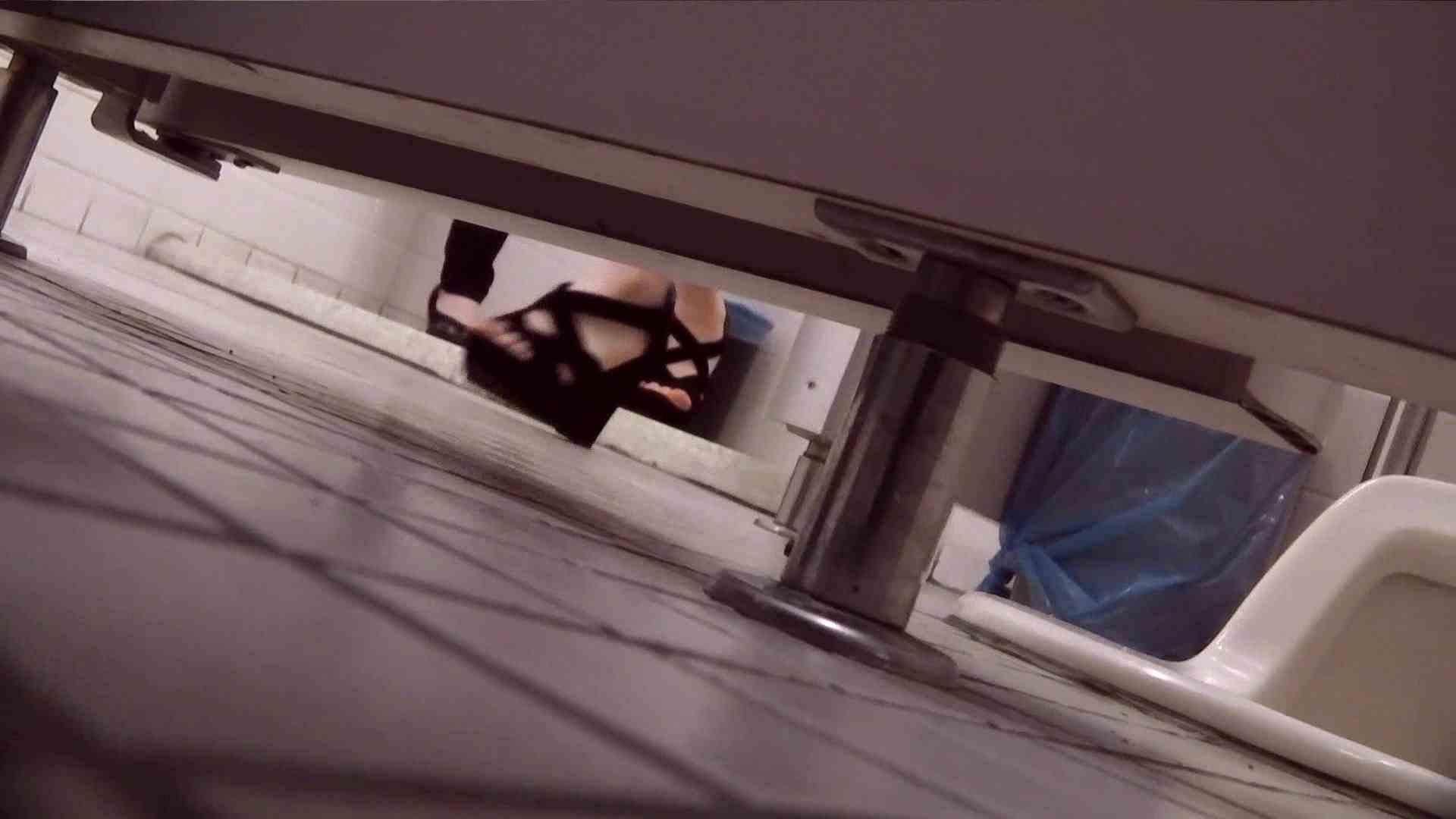 お銀さんの「洗面所突入レポート!!」Nol.13 洗面所シーン ワレメ動画紹介 49画像 16