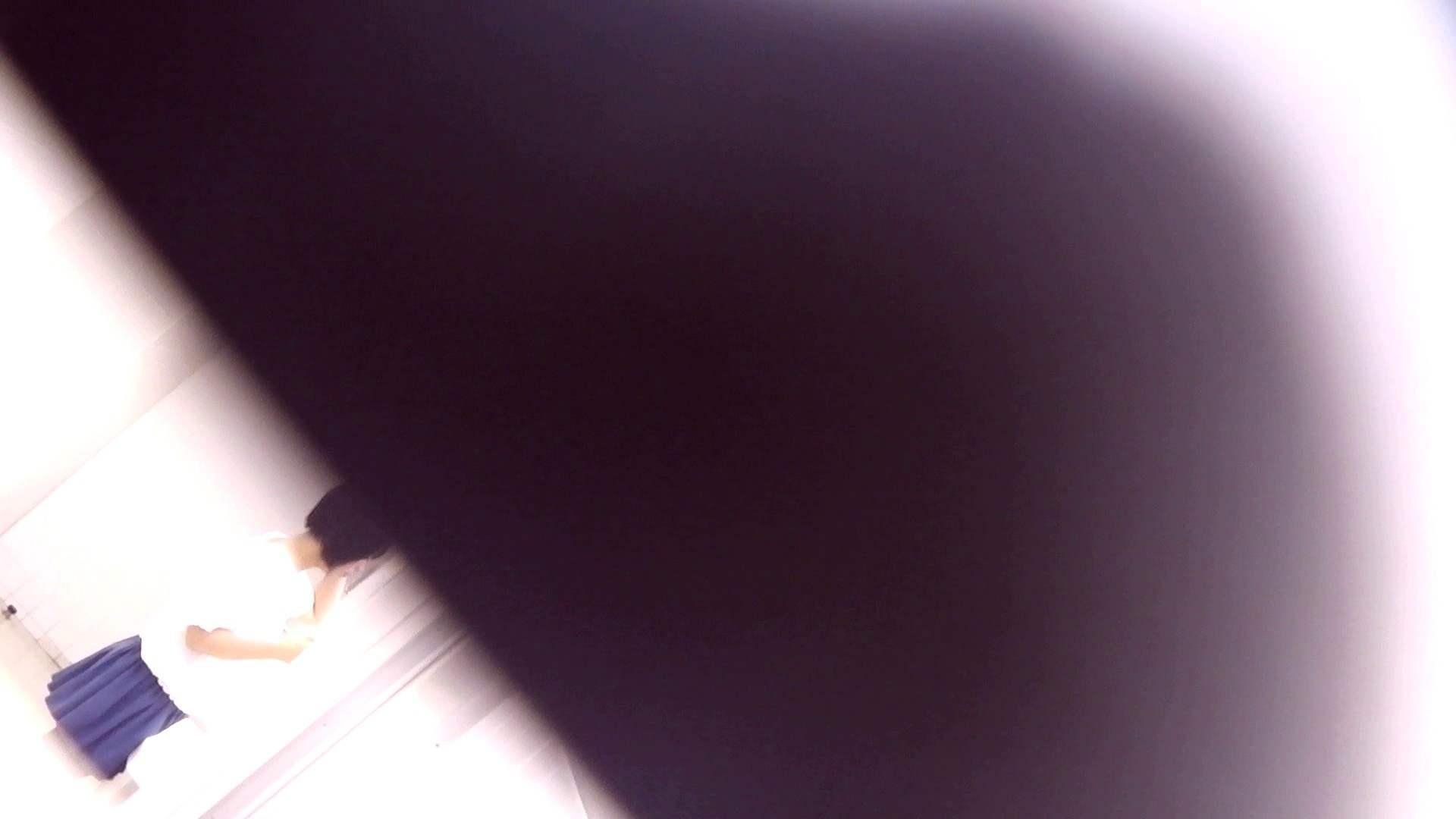 お銀さんの「洗面所突入レポート!!」Nol.17 丸見え おまんこ動画流出 33画像 21