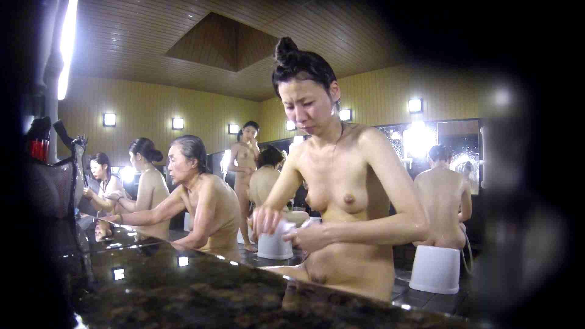 洗い場!だんご結びのお女市さん、色素が薄いです。 エッチなお姉さん   女湯の中  67画像 13