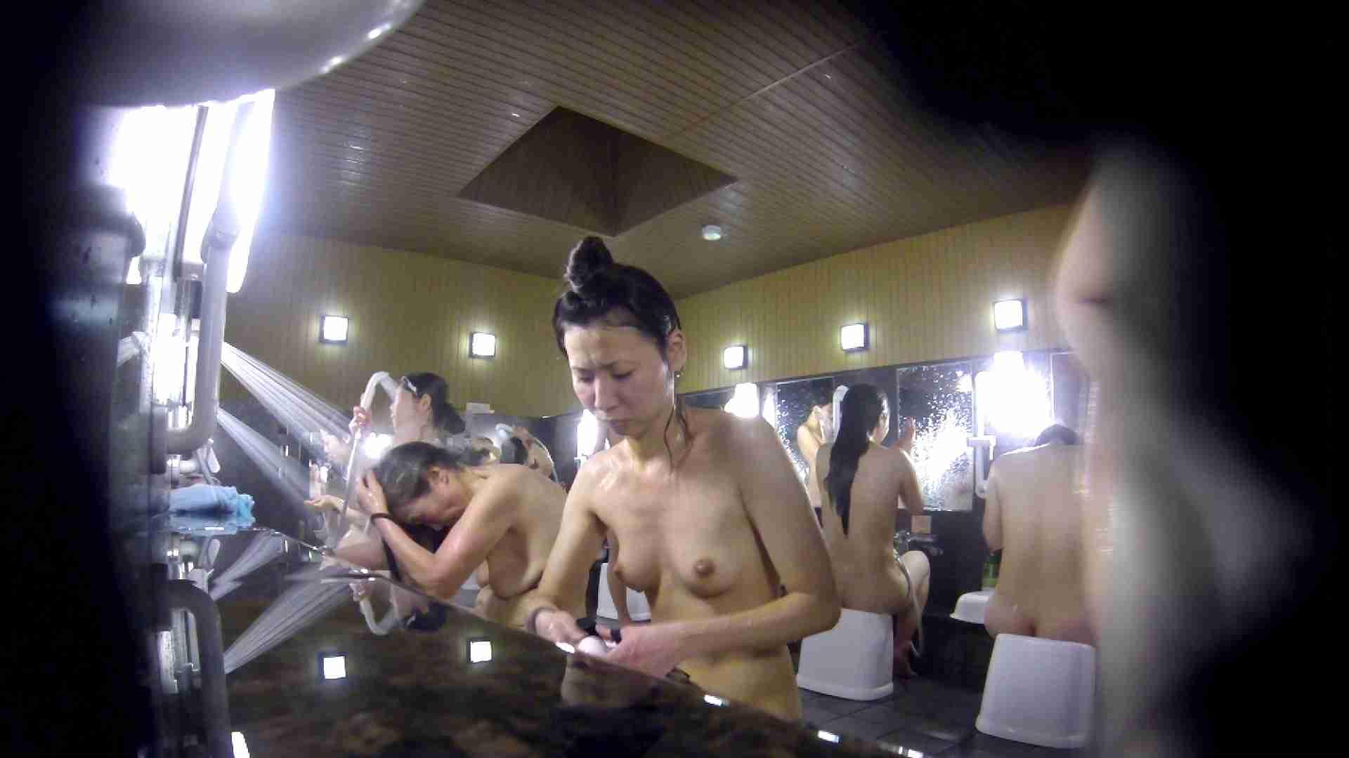 洗い場!だんご結びのお女市さん、色素が薄いです。 エッチなお姉さん   女湯の中  67画像 19