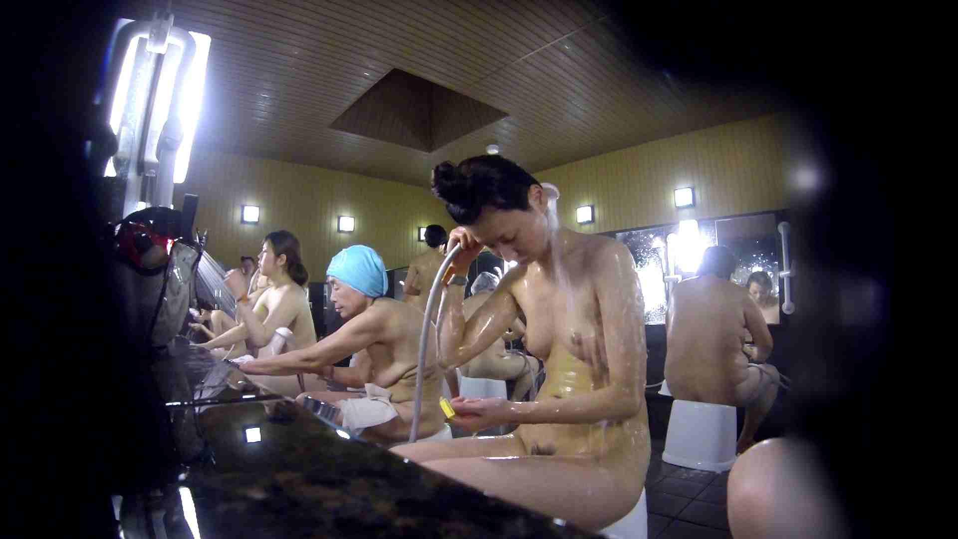 洗い場!だんご結びのお女市さん、色素が薄いです。 エッチなお姉さん   女湯の中  67画像 61