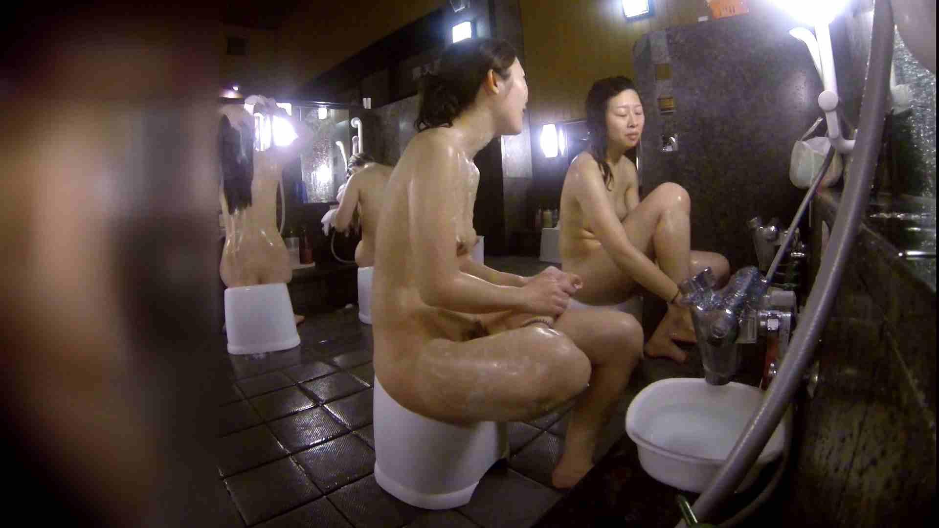 洗い場!地味目の女の子2人組。ずっと話しながら洗ってます。 むっちり体型 スケベ動画紹介 55画像 22