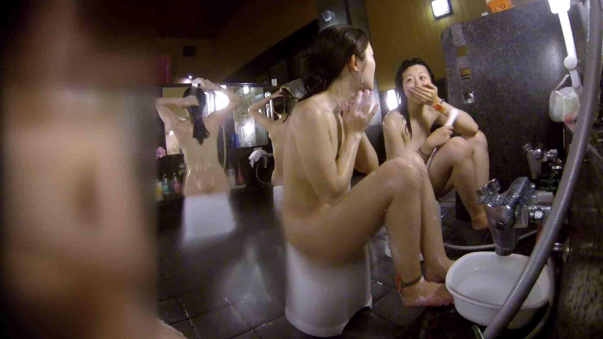 洗い場!地味目の女の子2人組。ずっと話しながら洗ってます。 美肌 おめこ無修正画像 55画像 35
