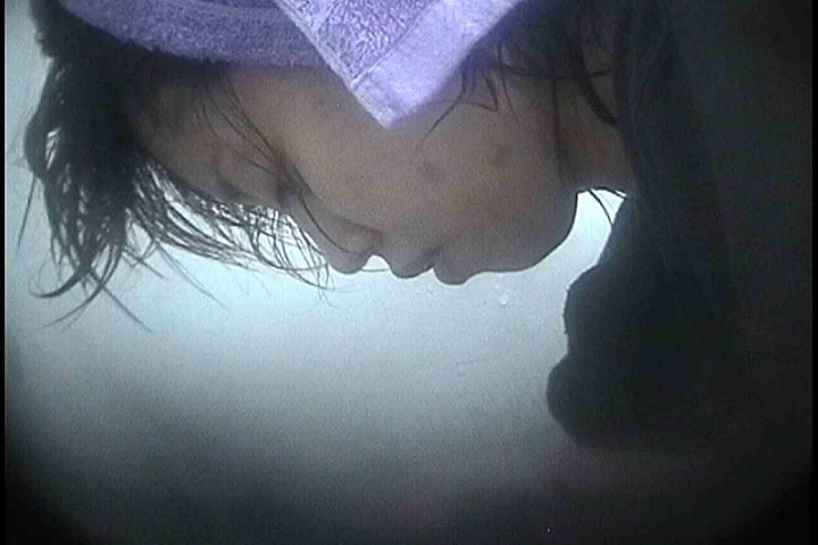 No.73 お椀型のオッパイの頂上には干しブドウ シャワー室 オメコ動画キャプチャ 28画像 4