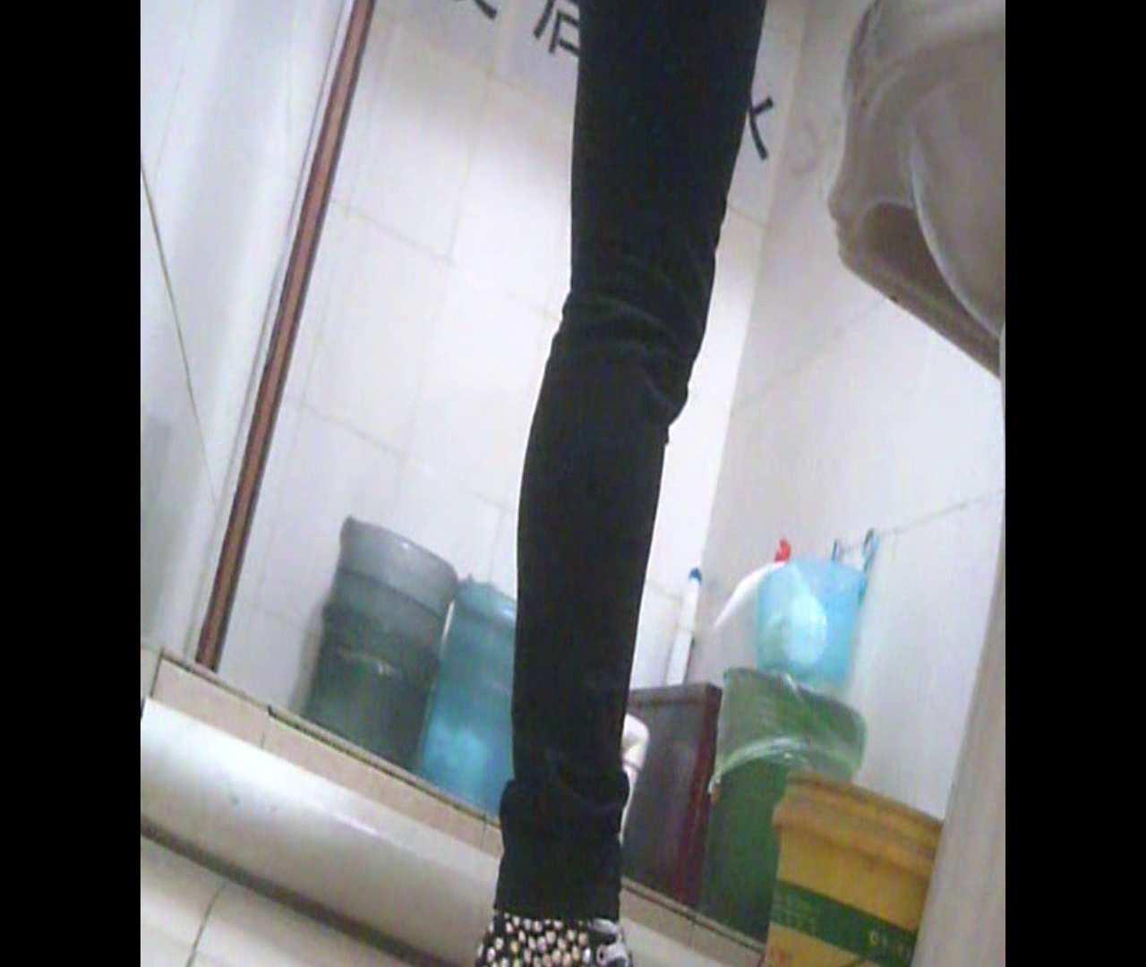 Vol.05 ズボンをはく時の左足! 丸見え | 洗面所シーン  102画像 11