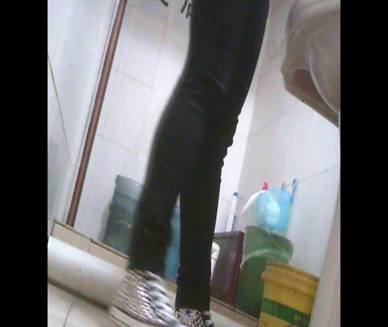 Vol.05 ズボンをはく時の左足! 丸見え | 洗面所シーン  102画像 23