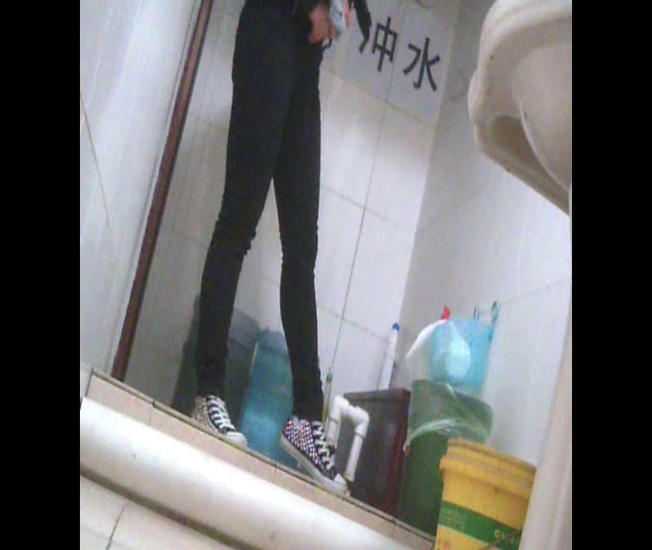 Vol.05 ズボンをはく時の左足! 丸見え | 洗面所シーン  102画像 75