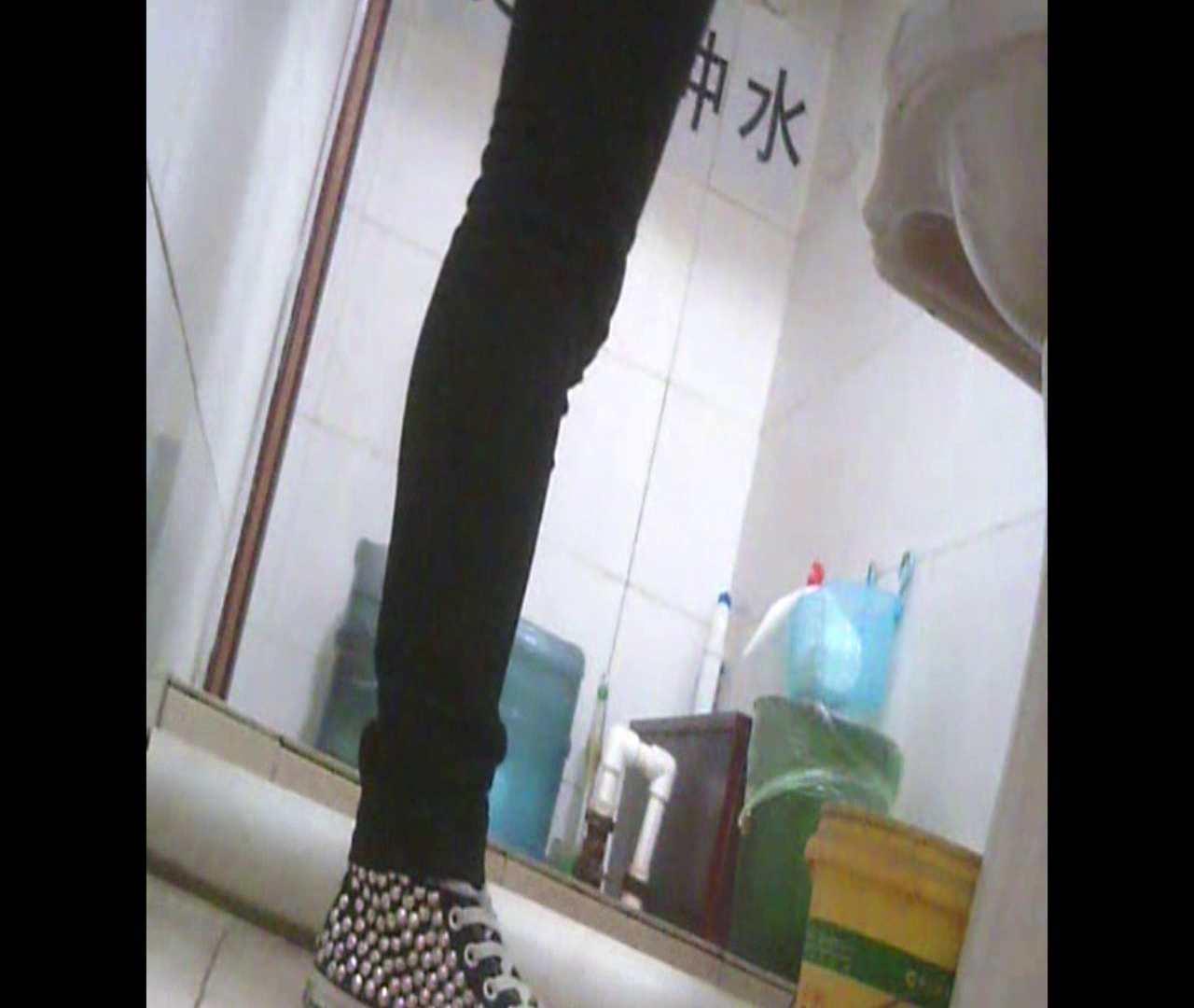 Vol.05 ズボンをはく時の左足! 丸見え | 洗面所シーン  102画像 85