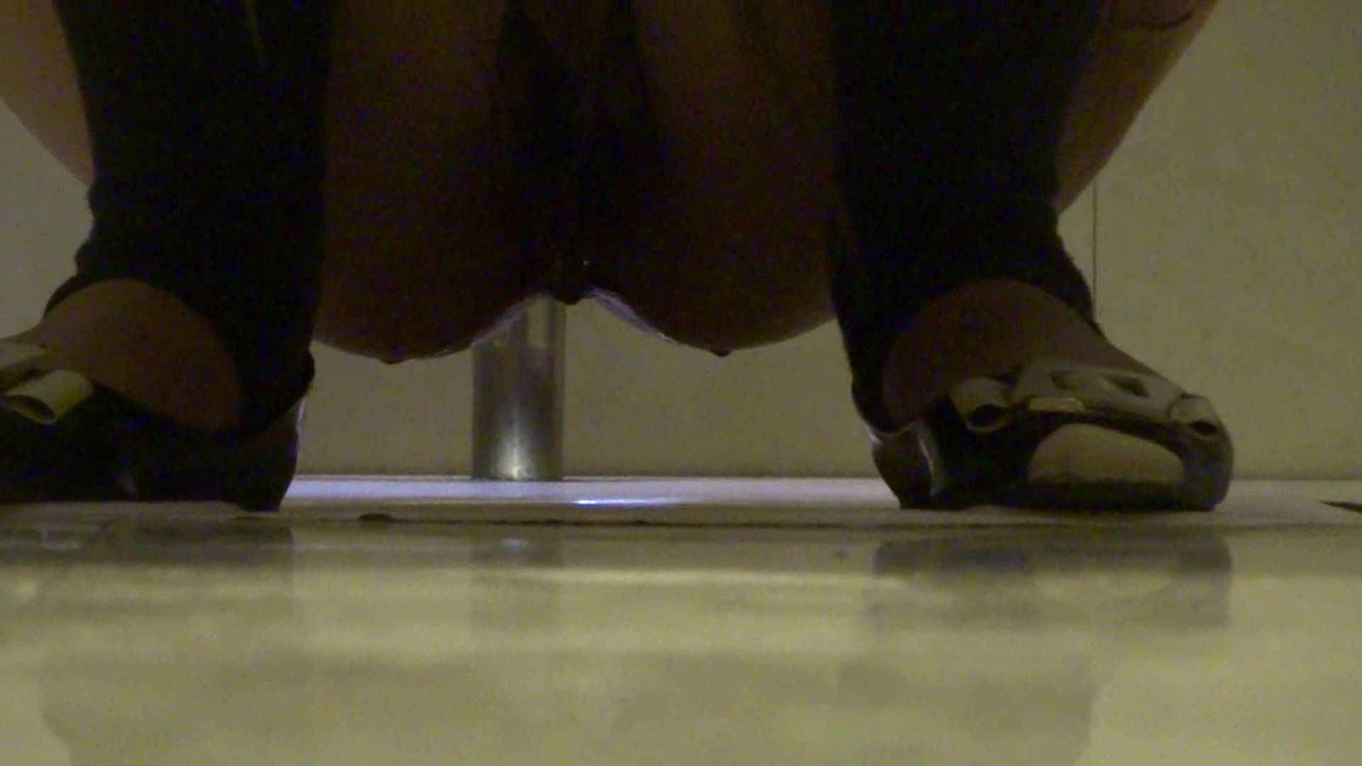 隣国化粧室下から御免!! No.03 洗面所シーン   美女  51画像 49